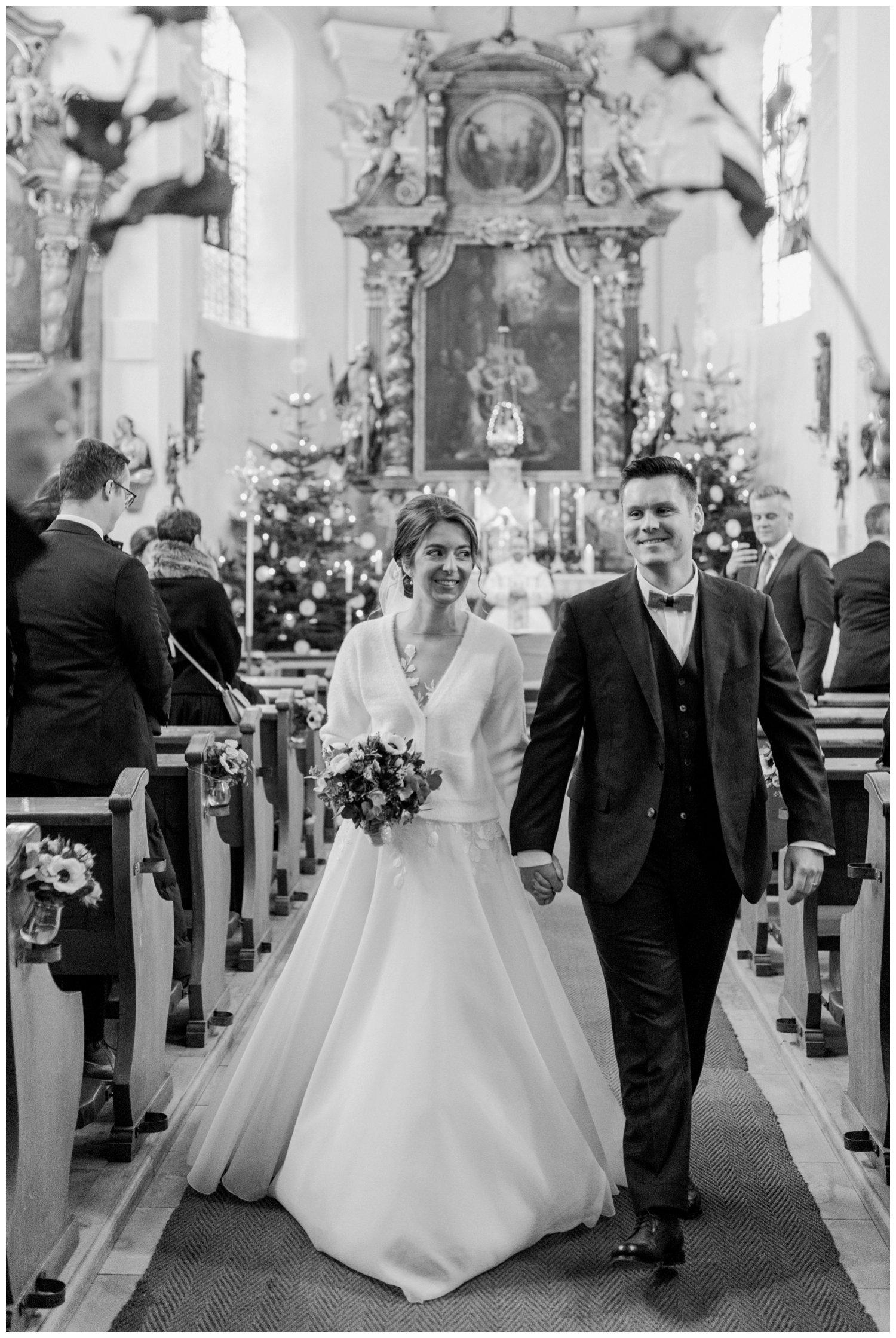 Kirchlicher Auszug Hessen Brautpaar